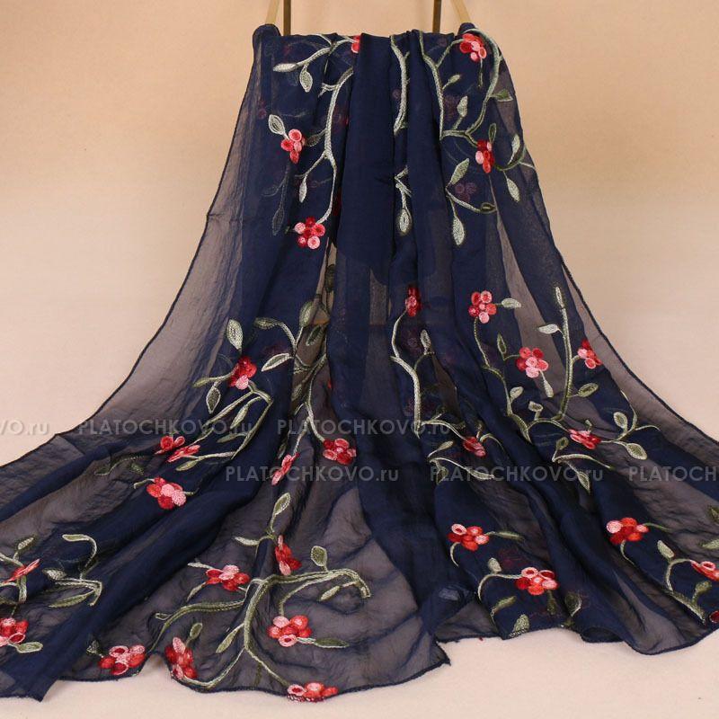 Тонкий шарф с вышивкой  цветов омелы