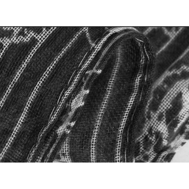 Шарф  с украшением из паеток
